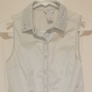 Sleeveless light blue/faded white button down top